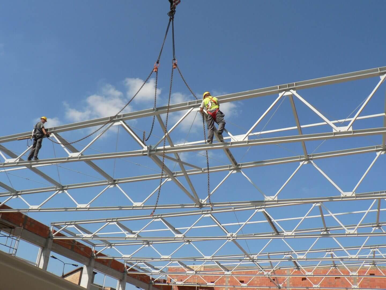 Dach hali sportowej